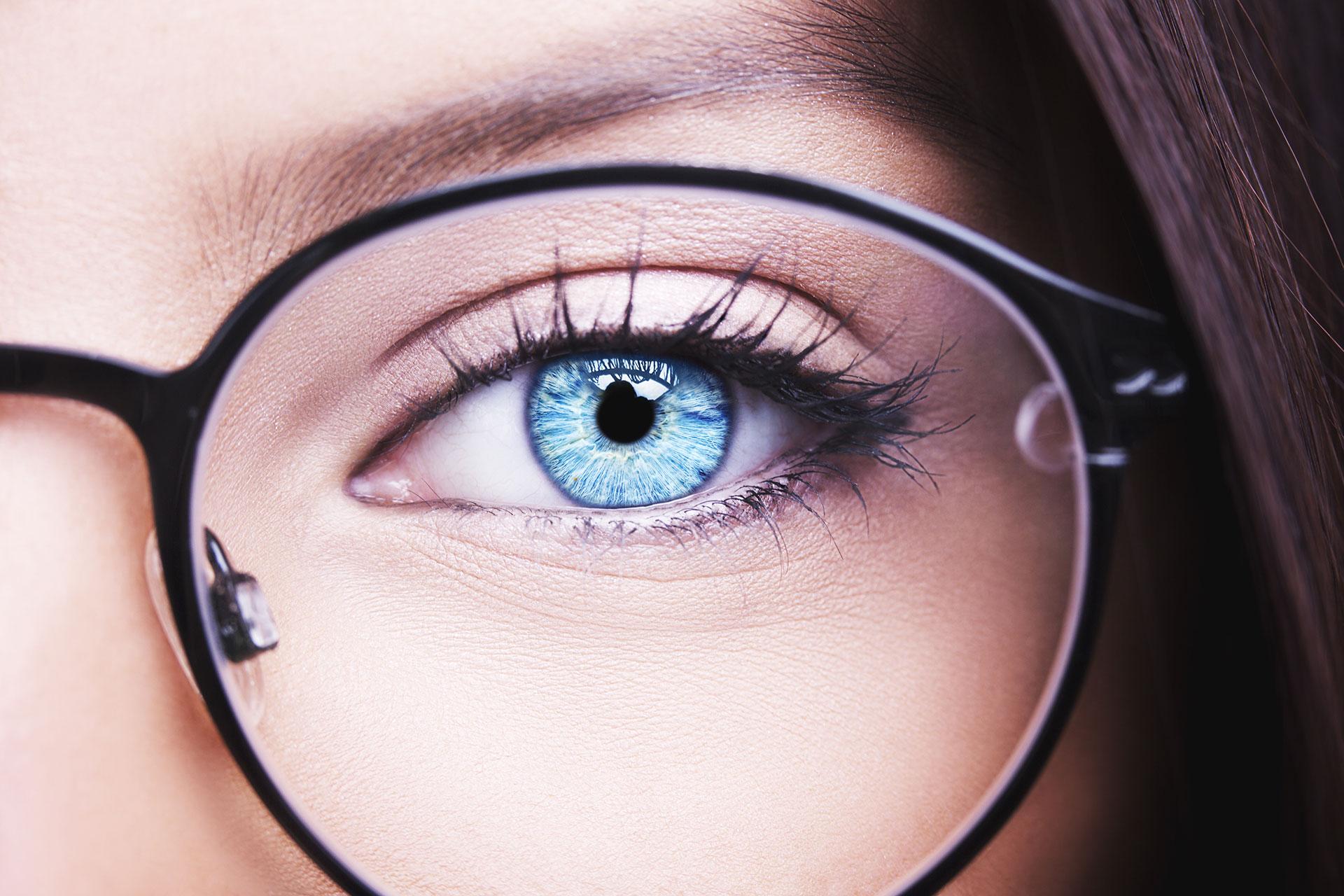 แสงสีฟ้าคืออะไร ทำไมจึงอันตรายกับดวงตา