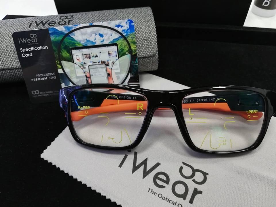 เลนส์โปรเกรสซีฟรุ่น Premium สามารถสั่งทำตามค่าสายตาได้และให้มุมมองที่สบายตามากกว่า