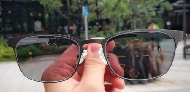 เลนส์โปรเกรสซีฟรุ่น Smart  ออกแดดเปลี่ยนสี กรอบไทเทเนียม