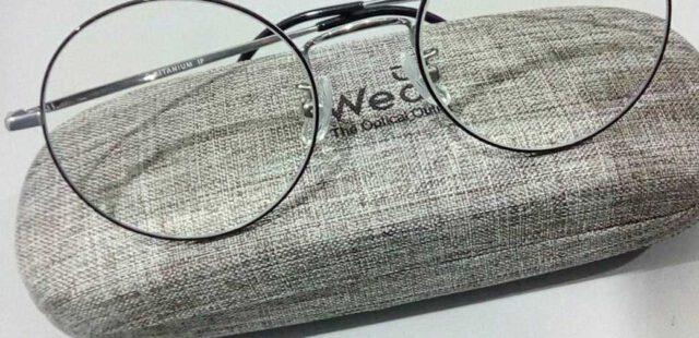 ผลงานการประกอบแว่นสายตา กรอบแว่นตาTitanium วัสดุเบา