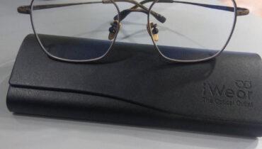 ผลงานประกอบแว่น กรอบ  Signature เลนส์ Progressive2ระยะ รุ่น 1.56  Prog indoor bluecut